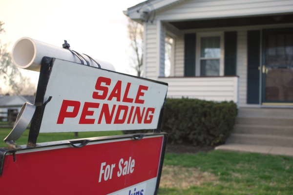 Sale Pending sign in front of a home