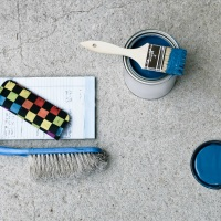 Peindre un sol en béton dans le sous-sol d'une maison
