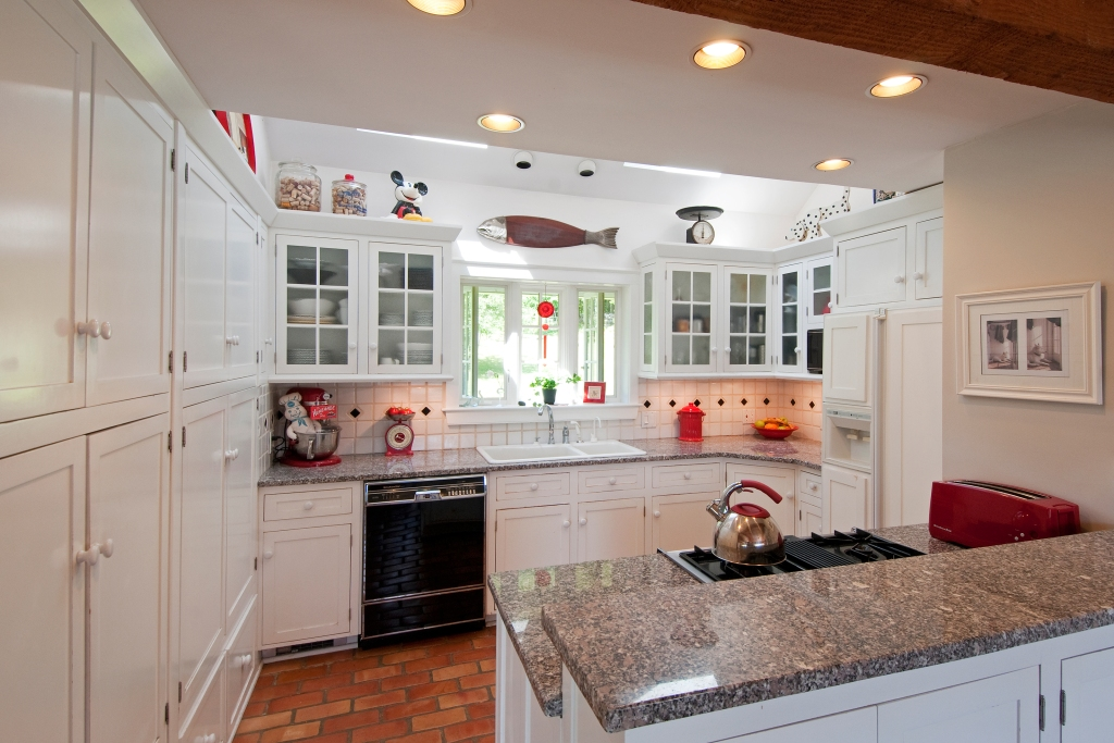 Kitchen with several kinds of lighting