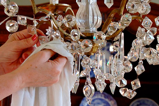 Clean Room Light Fixtures How To, What S The Best Way To Clean A Crystal Chandelier