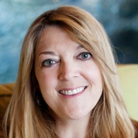 Author photo of writer Jennifer Nelson