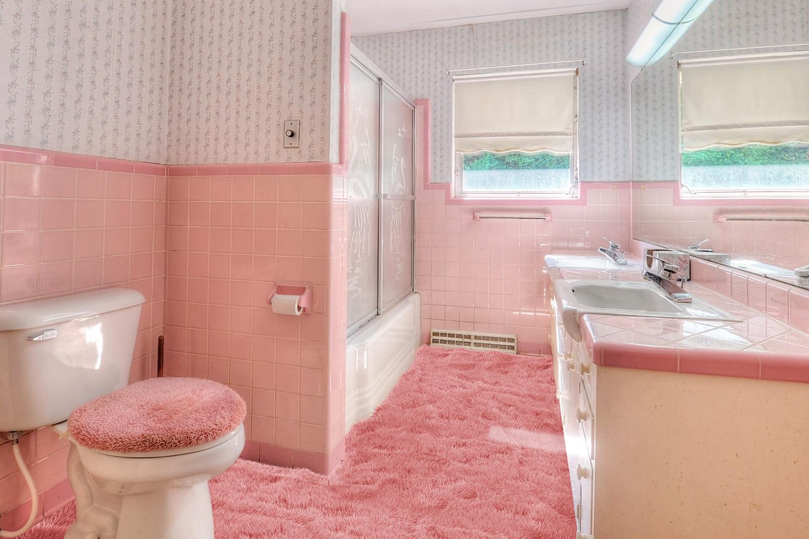 Retro pink grandma bathroom