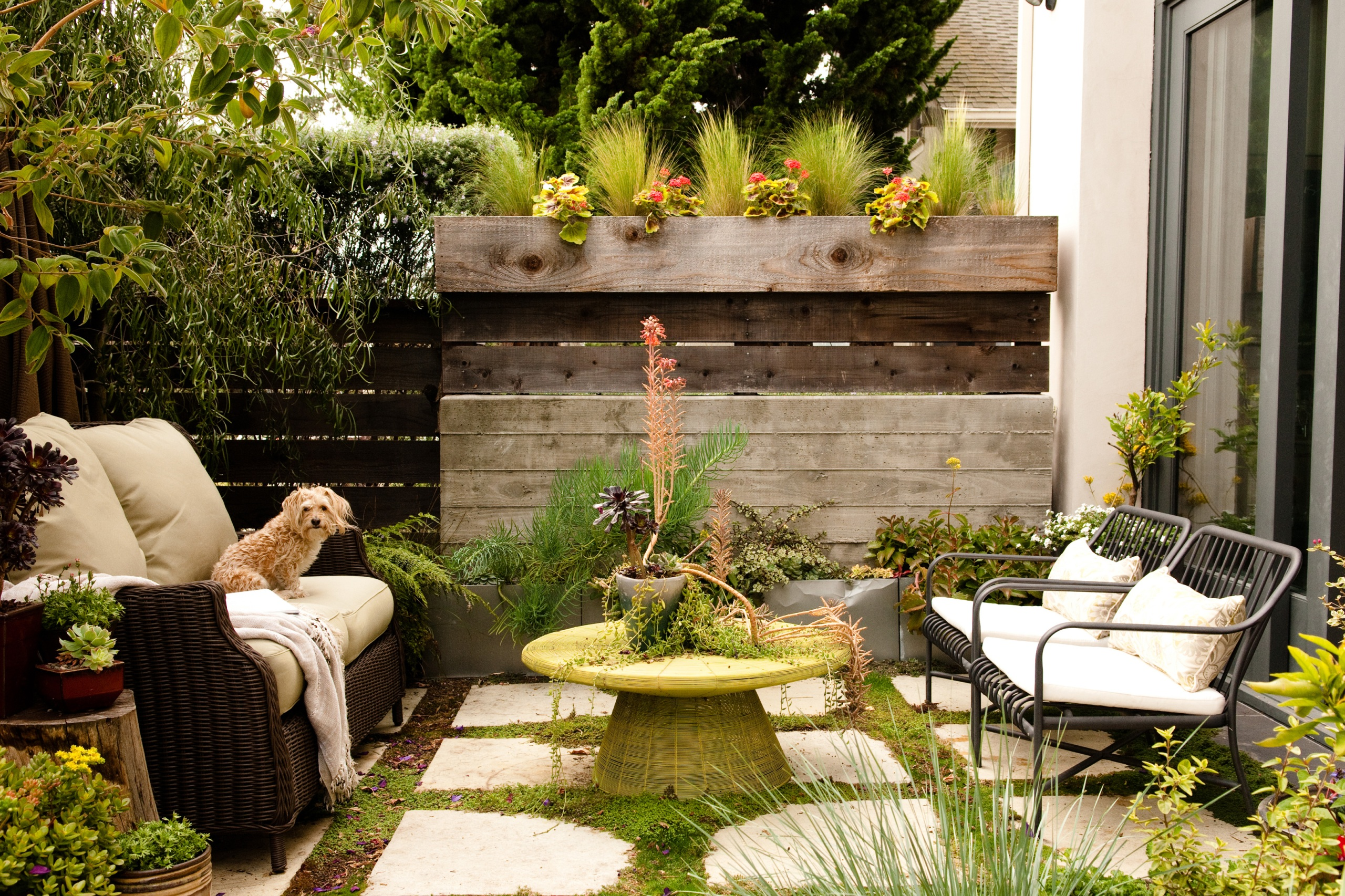 Small Backyard Ideas | How To Make a Small Space Look Bigger on Small Backyard Renovations id=63988