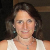 A headshot of Anna Tobin