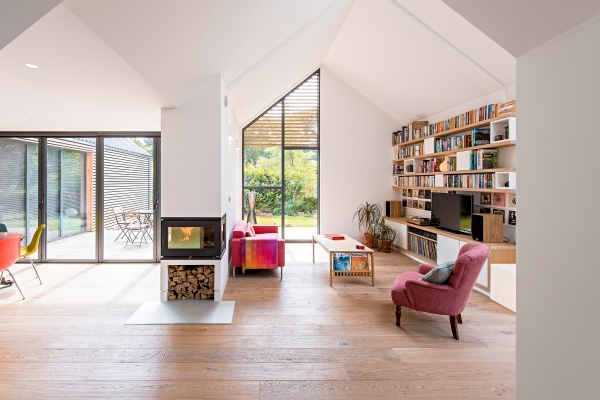 Organized contemporary living room | Home Staging Tips