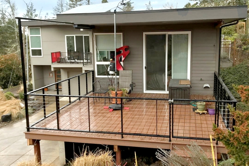 Back yard deck with black cable railing