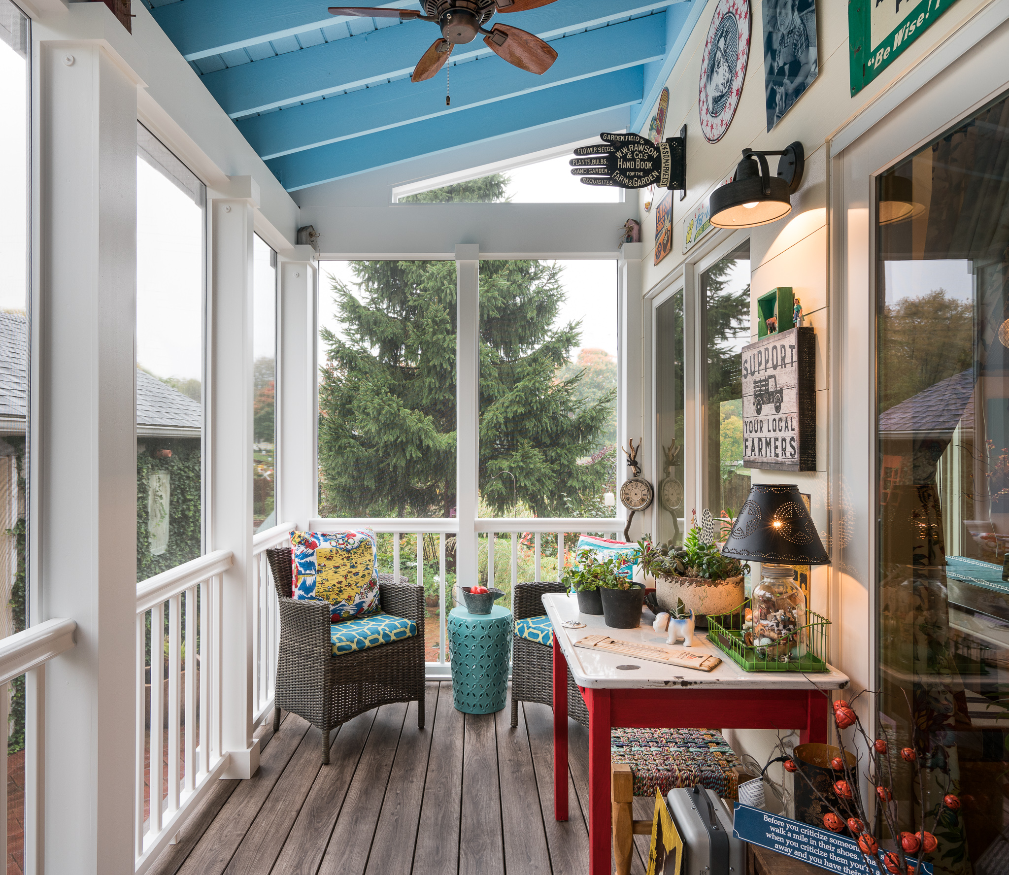 Screened deck with a blue ceiling
